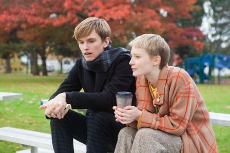 Henry Hopper ja Mia Wasikowska