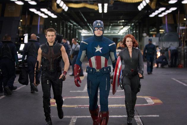 Jeremy Renner, Chris Evans ja Scarlett Johansson