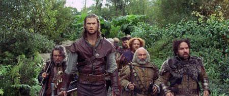 Chris Hemsworth ja kääpiöiden saattue