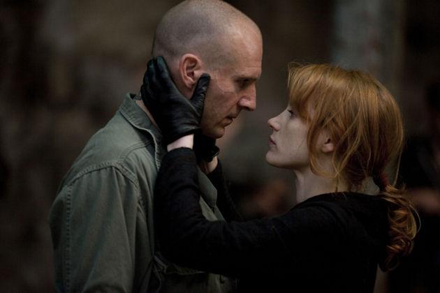 Ralph Fiennes ja Jessica Chastain