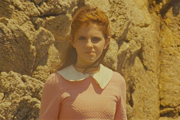 Toisessa pääosassa on ensikertalainen Kara Hayward