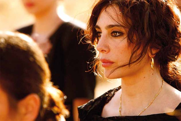 Ohjaa Nadine Labaki näyttelee myös yhtä pääosista