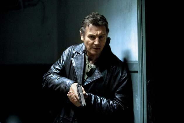 Liam Neeson ja ase.