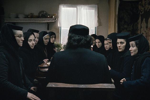 Luostarin väki koolla