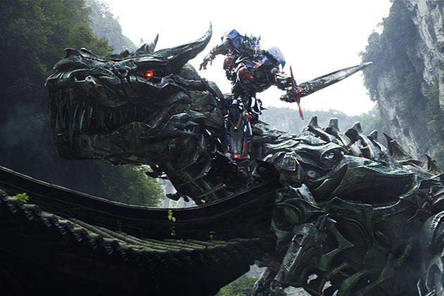 Peter Cullen on yhä Optimus Primen ääni.