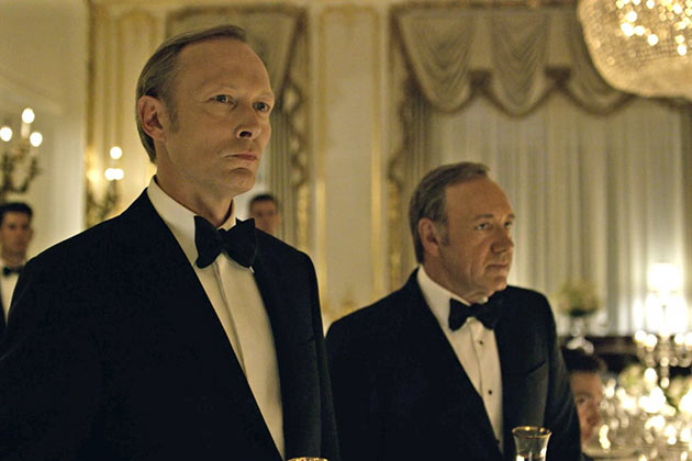 House of Cards: Presidentti Petrov (Lars Mikkelsen) ja Frank Underwood (Kevin Spacey)