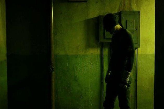 Sarjan alussa Daredevilin asu on vielä kehitysvaiheessa.