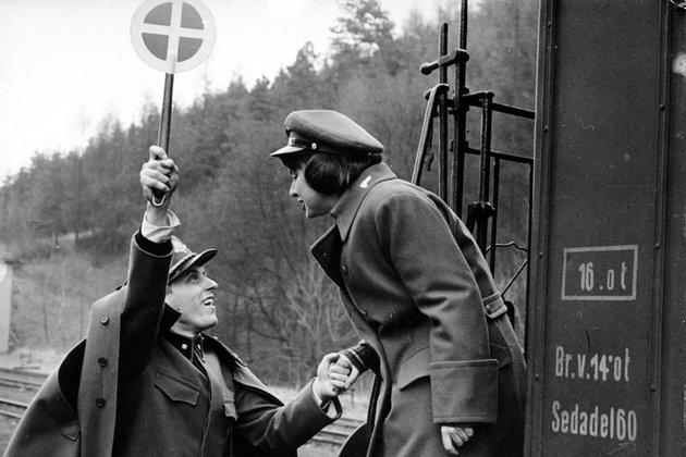 Jiri Mentzelin elokuva Tarkoin vartioidut junat