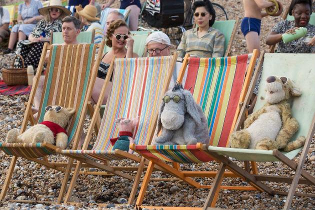 Pehmoeläinystävien rento hetki rannalla