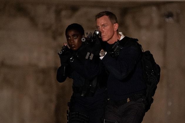 Lashana Lynch ja Daniel Craig