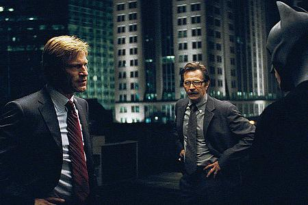 Aaron Eckhart, Gary Oldman ja Christian Bale.