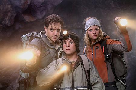 Brendan Fraser, Josh Hutcherson ja Anita Briem.