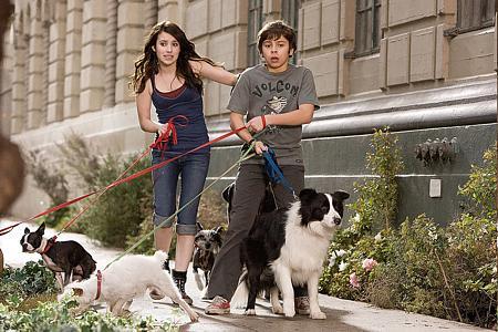 Emma Roberts ja Jake T. Austin koirien vietävänä...