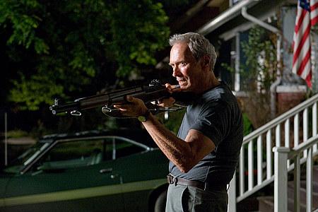 Clint Eastwood esittää Walt Kowalskia