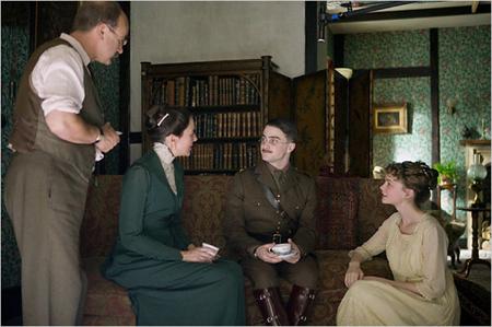 Koko perhe koolla: David Haig, Kim Cattrall,  Daniel Radcliffe ja Carey Mulligan