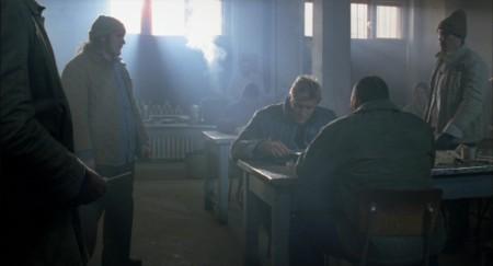 Mike Riggins (Dolph Lundgren) ja vihaiset vangit