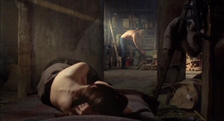 Ana (Gina May) ja Mike (Lundgren) romanttisen yön jälkeen