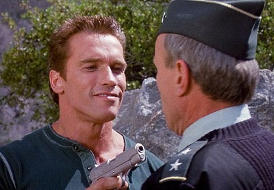 Arnold Schwarzenegger ja James Olson