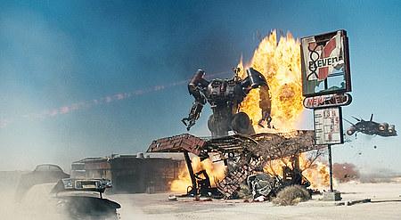 Valtava Harvester Terminator kylvää tuhoa