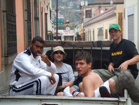 Miehet matkalla kohti Buenos Airesia.
