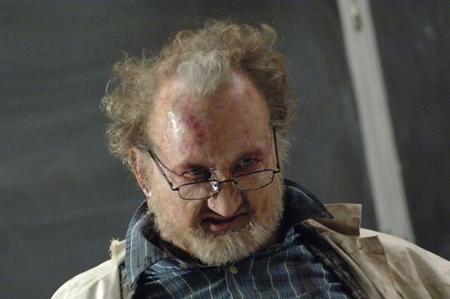"Robert ""Freddie Kruger"" Englund on professori Crowley, joka muuttuu hirviöksi."