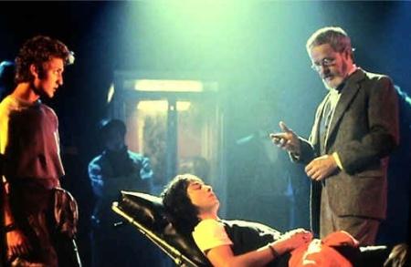 Freud (Rod Loomis) terapoi Tediä
