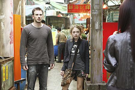 Päähahmot: Nick Grant (Chris Evans) ja Cassie Holmes (Dakota Fanning).