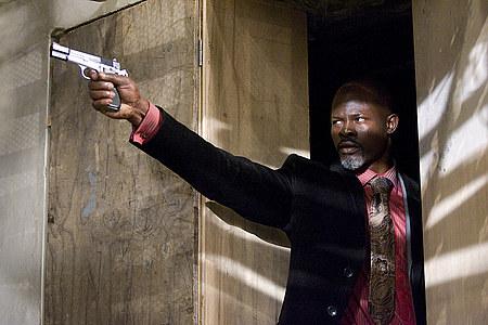 Pääpaha Henry Carver (Djimon Hounsou).