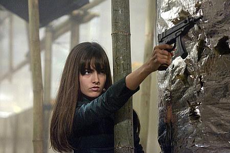 Takaa ajettu Kira (Camilla Belle).