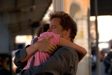 Perla Haney-Jardine ja Colin Firth tunteikkaina