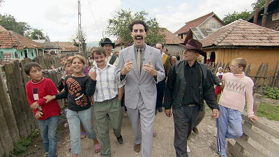 Borat kotikylässään.