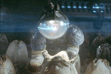 John Hurt ja suuri muna