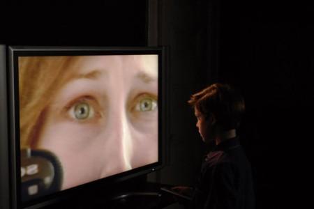 Joshua ja äidin kasvot TV:ssä