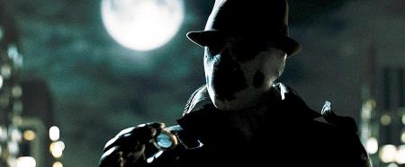 Naamionsa taakse yhä piiloutuva Rorscach (Jackie Earle Haley)