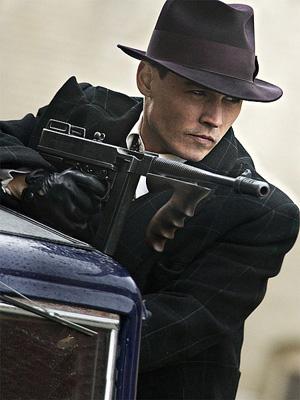 Johnny Depp on vaihtanut merirosvomiekan konepistooliin