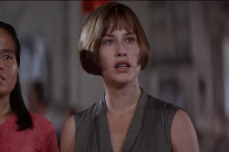 Laura (Patricia Arquette) todistaa vallankumouksellista liikehdintää