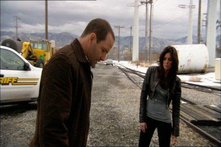 Chris Bruno ja Tessie Santiago metsästävät murhaajaa