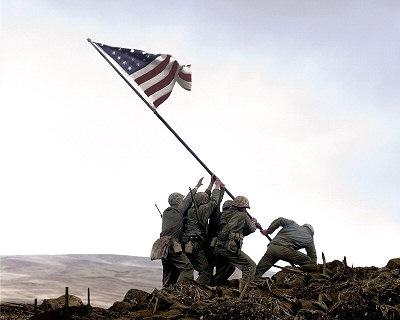 Sitä kuuluisaa lippua pystyttämässä.