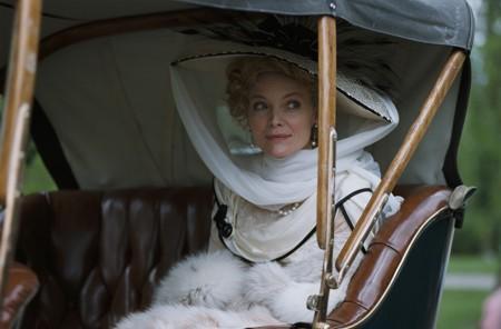 Léa de Lonval (Michelle Pfeiffer)
