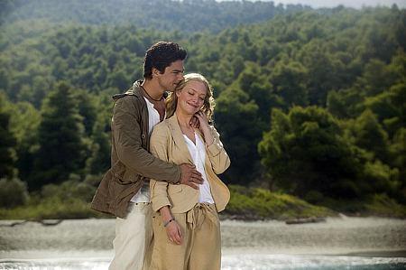 Dominic Cooper ja Amanda Seyfried.