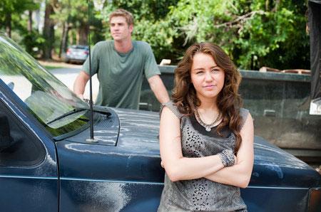 Liam Hemsworth ja Miley Cyrus yrmeinä