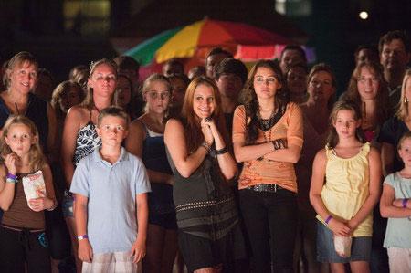 Carly Chaikin ja Miley Cyrus nauttivat illasta