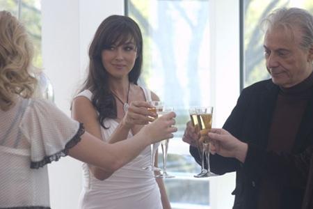 Monica Bellucci ja Alan Arkin