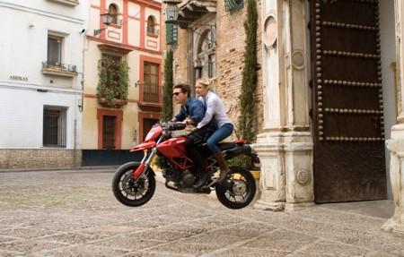 Cruise ja Diaz, moottoripyörällä