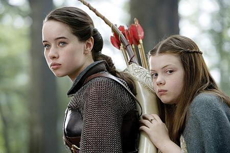 Anna Popplewell ja Georgie Henley.