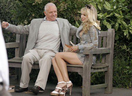 Anthony Hopkins ja Lucy Punch