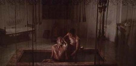 Laurence Olivier viettelemässä orjaansa