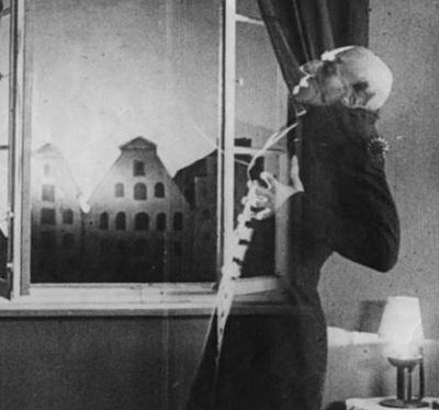 © 1922 Jofa-Atelier Berlin-Johannisthal ja Prana-Film (elokuvasta Nosferatu)