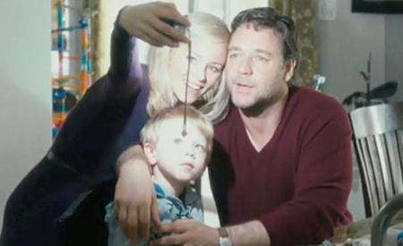 Elizabeth Banks, Ty Simpkins ja Russell Crowe