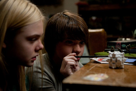 Elle Fanning ja Joel Courtney